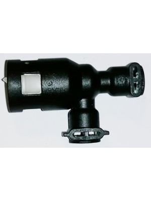 Connector with valve